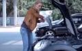 Bir Kadın Motor Yağını Nasıl Kullanır?